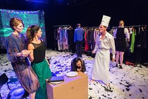 DSC-3028 - On The Bright Side Of Life; Schauspiel-Studio Frese; Absolvent*innen-Präsentation im Lichthof Theater Hamburg;