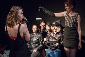 DSC-3050 - On The Bright Side Of Life; Schauspiel-Studio Frese; Absolvent*innen-Präsentation im Lichthof Theater Hamburg;